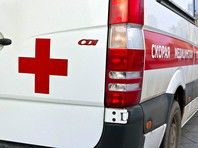 Минимум трое человек получили тяжелые травмы, повреждены две машины. Местные жители говорят, что конфликт был на национальной почве