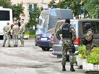 """""""Небольшими группами спецназовцы выходят из парадной, а другие входят"""", - уточнили читатели. Эвакуацию не проводят, просто никого не пускают и не выпускают"""