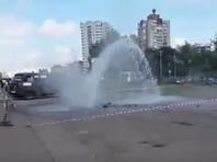 """В Ярославле """"подземный фонтан"""" повредил четыре автомобиля (ВИДЕО)"""
