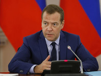 """Медведев попросил губернаторов не рассказывать ему о """"трудностях жизни"""""""