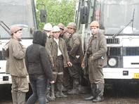 """На шахте """"Юбилейная"""" произошло обрушение породы. В шахте находились 174 человека, 172 вышли на поверхность. Ведется поиск двух человек. В настоящее время связи с ними нет"""