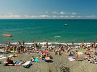 Пляжи Черного моря оказались загружены более чем на 100%, власти Кубани зовут туристов на Азовское