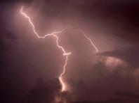 В Подмосковье от удара молнии загорелась пустая электричка