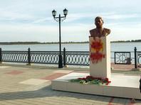 В Сургуте второй раз облили краской скандальный бюст Сталина