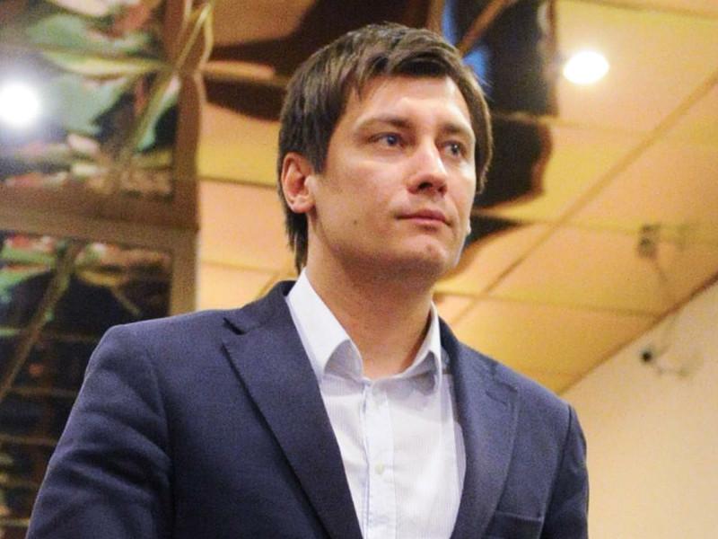 Кандидат в депутаты Госдумы Дмитрий Гудков заявил о прекращении предвыборной кампании и роспуске своего штаба