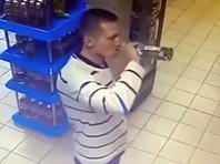 Житель Владивостока освоил скоростное поглощение водки у прилавка и перестал расплачиваться в магазинах (ВИДЕО)