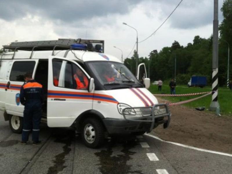 Машинист электропоезда, следовавшего по маршруту Москва-Красноармейск, заметив на пути автомобиль, применил экстренное торможение, но расстояние оказалось недостаточным. В результате столкновения, по предварительной информации, водитель травмирован, а пассажир скончался