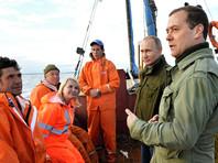Путин и Медведев в Новгородской области встретили на озере рыбаков в новеньких спецовках