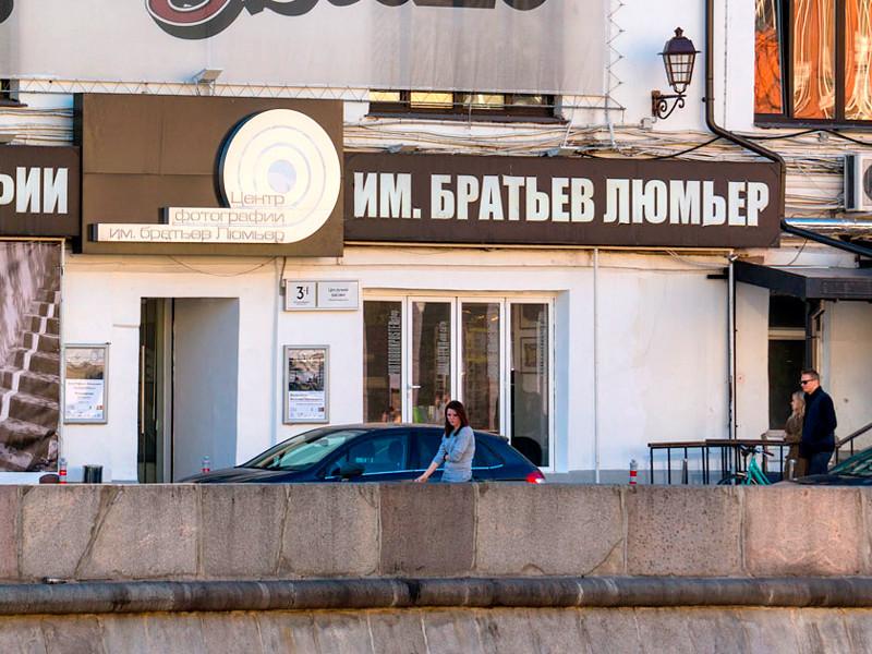Украинца, заляпавшего грязью фотографии Джока Стерджеса в Москве, арестовали на 7 суток