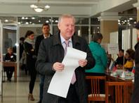 Во время голосования мэра Челябинска со стены в участке упал герб России
