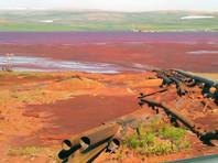 Река в районе Норильска окрасилась в красный цвет: подозревают слив нечистот с завода