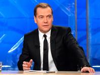 Медведев заявил федеральному ТВ, что автомобиль есть у каждой российской семьи