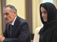 Путин вручил родителям дагестанского полицейского, отказавшегося отрекаться от присяги, посмертную награду