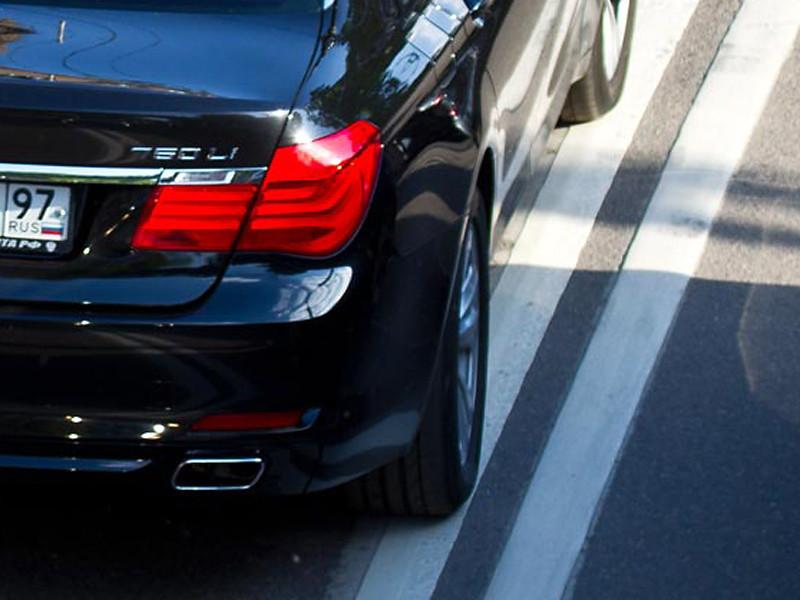 Водителя служебного BMW помощника президента РФ Владислава Суркова признали невиновным в ДТП на Новом Арбате, случившемся 8 сентября, но в ГИБДД обещают установить и наказать водителя резервного BMW