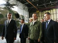 """По его мнению, это """"показуха"""" и """"никчемные встречи"""". """"На месте Ждановой я бы спросил с Медведева за многое. За политику центра в части межбюджетных и прочих отношений. А не ходил бы за спиной этого товарища и не лил бы елейные речи ради того, чтобы получить расположение к себе и краю, а вдруг чего обломится"""", - заявил он"""