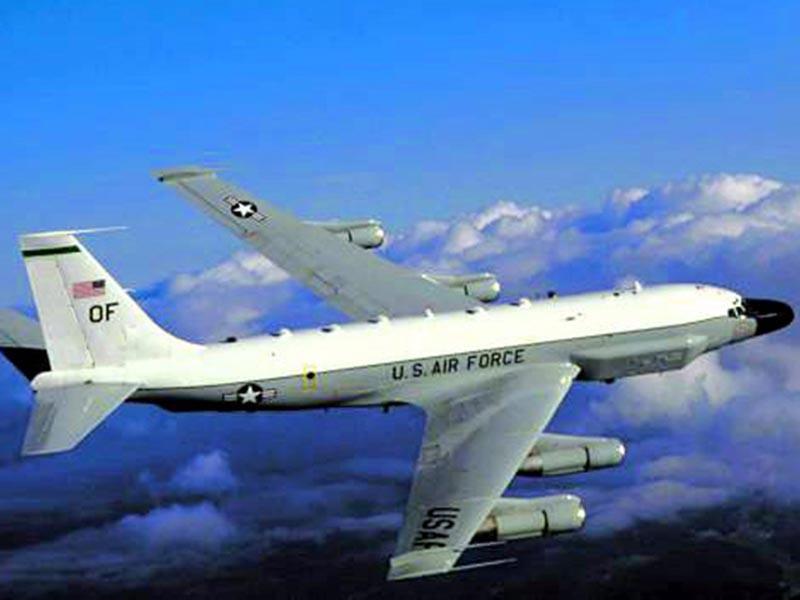 Стратегический разведывательный самолет ВВС США RC-135W пролетал в непосредственной близости от границ Калининградской области
