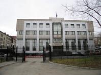 На здании военного суда в Екатеринбурге повесили перевернутый флаг России (ФОТО)
