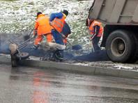 В Башкирии рабочие начали укладывать асфальт на выпавший снег (ФОТО)
