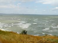 В  Черном море затонул плавучий кран, три человека пропали без вести