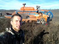Выжившие в авиакатастрофе сибирские геофизики сделали селфи на фоне упавшего Ми-8 (ФОТО)