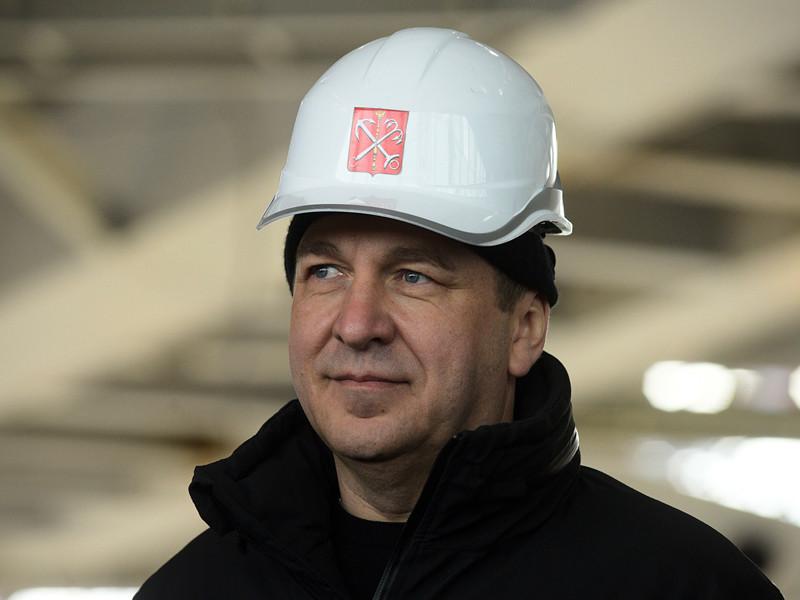 """Вице-губернатор Санкт-Петербурга Игорь Албин, курирующий строительство стадиона """"Зенит-Арена"""" на Крестовском острове, объявил, что временно меняет кабинет в Смольном на помещение на стройке"""