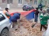Житель Волгограда донес на дворников, которые использовали российский флаг при уборке улиц