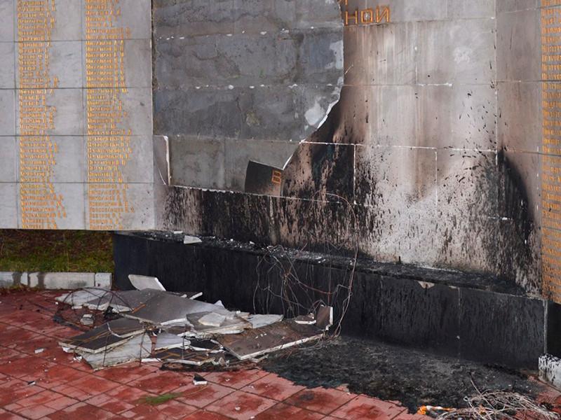 В Кировске (Мурманская область) после пожара на мемориале Великой Отечественной войны возбуждено уголовное дело
