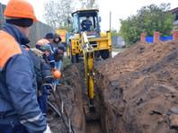 6 октября в поселке велись плановые работы по перекладке водопровода. Когда экскаватор копал траншею, из ковша неожиданно выпало несколько крупных костей