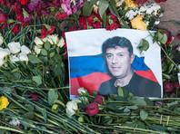 В день рождения Немцова москвичи украсили Большой Москворецкий мост цветами