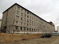 """В Иркутске жители обесточенного общежития написали на крыше """"SOS, Путин, помоги!"""""""