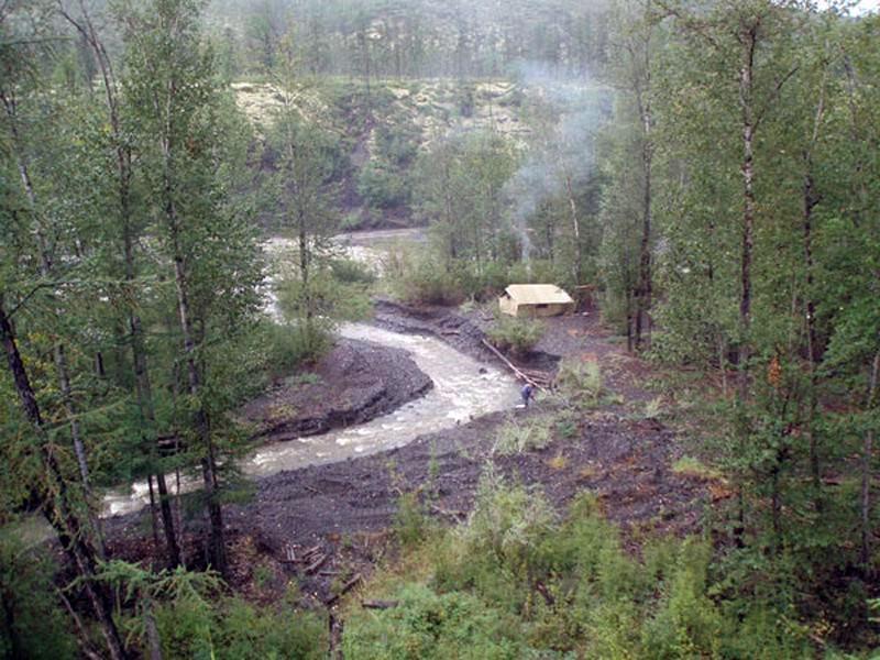 Большую группу геологов и студентов уже почти два месяца не могут вывезти из якутской тайги