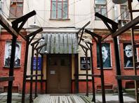 Прокуратура начала проверку инцидента с вывешиванием чучела Солженицына у музея ГУЛАГа
