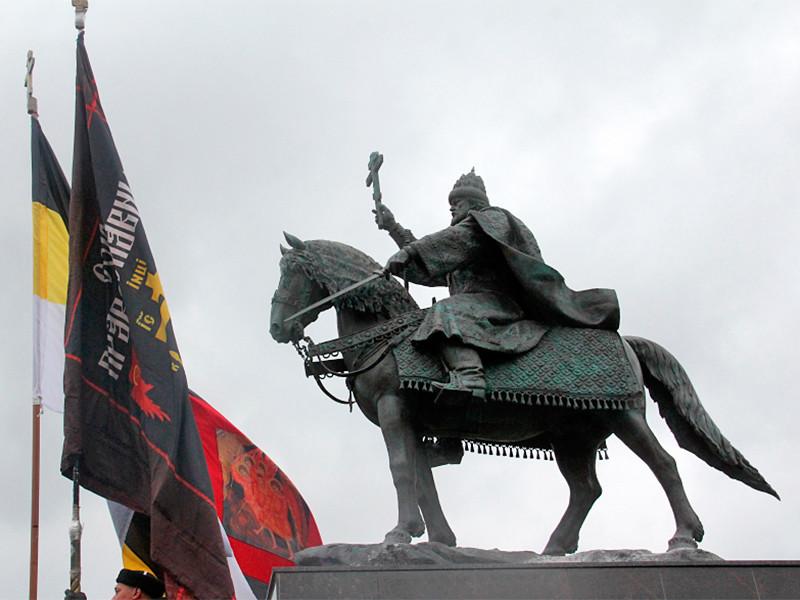 Жители Орла, недовольные установкой в городе памятника Ивану Грозному, спустя две недели все еще продолжают выказывать свое недовольство этим решением местных властей
