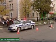 По предварительным данным, водитель совершил наезд на пешеходов на 1-й Владимирской улице, проехав перекресток на запрещающий сигнал светофора
