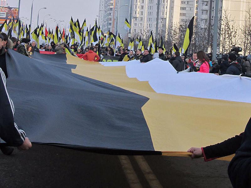 """В столичном районе Люблино началось движение участников националистической акции """"Русский марш"""", приуроченной ко Дню народного единства"""