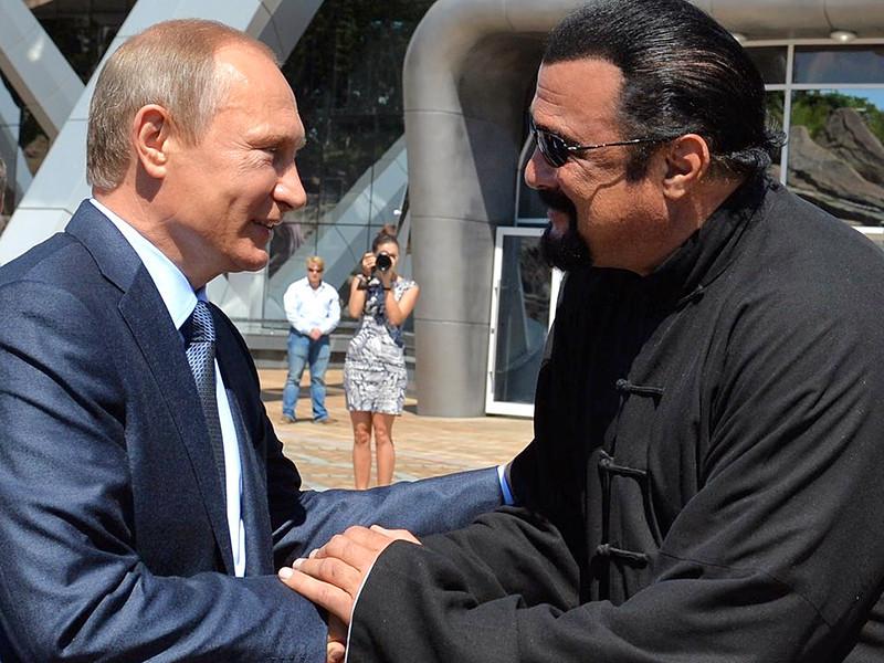 Президент Владимир Путин подписал указ о приеме в российское гражданство американского актера Стивена Сигала