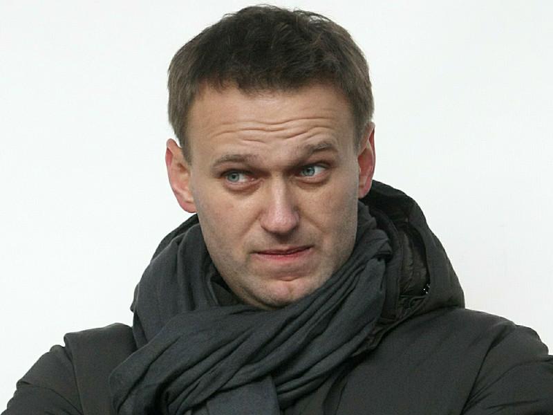 Алексей Навальный после жалобы в своем блоге получил компенсацию в 3,4 млн рублей от Минюста и согласился поехать в Киров на суд