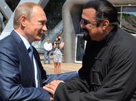 Путин дал российское гражданство американскому актеру Стивену Сигалу