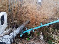 Похитители также выкопали чугунную стелу на месте захоронения участников ВОВ, но унести ее не смогли, сломав при этом ограду. Ни преступников, ни родственников тех, чьи надгробия водрузили на место похищенных, найти пока не удалось