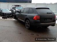 В Москве внедорожник Porsche протаранил пять автомобилей