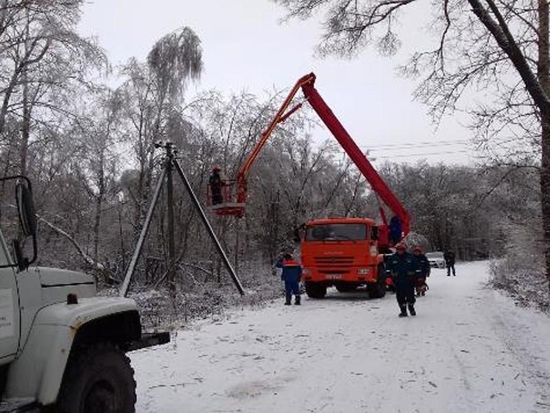В МЧС отчитались о восстановлении энергоснабжения в областях центра России: без света сидят более 20 тысяч жителей Калужской области и более 5 тысяч человек в Нижегородской области