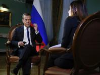 """Медведев не увидел разницы между """"мейнстримовыми"""" Трампом и Клинтон"""