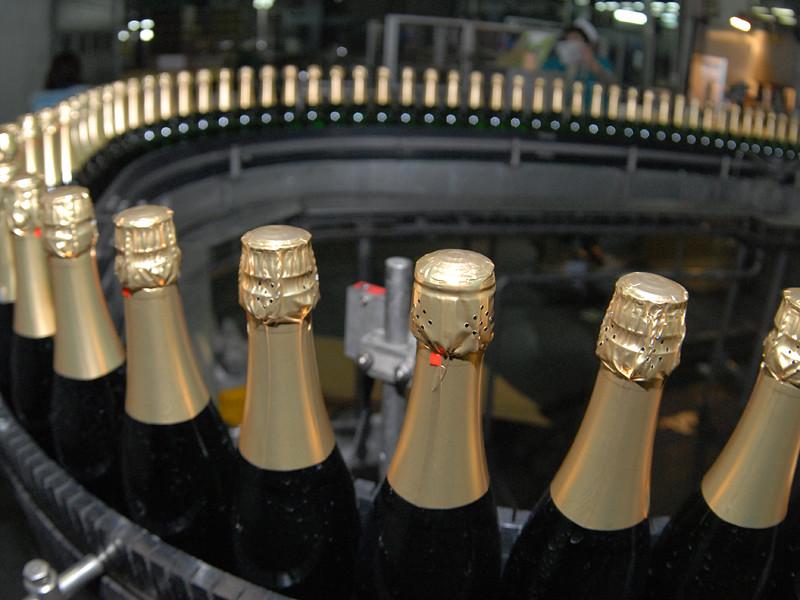 """Автономная некоммерческая организация """"Российская система качества"""" (Роскачество) вместе с федеральной службой Росалкогольрегулирование перед Новым годом проверят качество шампанского"""