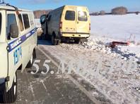 """В Омской области автобус столкнулся с """"Газелью"""": пять человек погибли"""