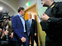 Представитель Кремля также добавил, что ответить на вопрос, почему общественное мнение сложилось в пользу отставного министра, могут только сами социологи