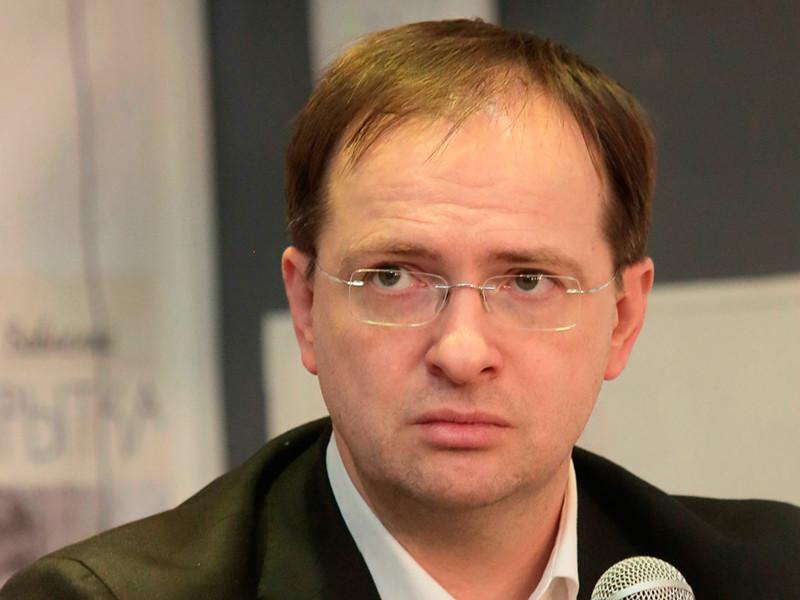 Министр культуры РФ Владимир Мединский убежден, что в России полностью отсутствует цензура. Разговоры о ней он объяснил иными проблемами артистов - финансовыми либо творческими