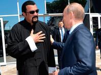 Прослывший путинским другом Стивен Сигал третий день ждет в Москве российский паспорт