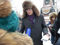 Вечером того же дня преподаватели и студенты ИГУ, а также представители общественности провели полуторачасовой пикет у памятника Александру III в Иркутске против увольнения Петрова