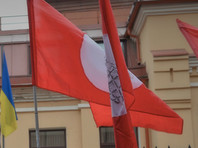 """Активисты """"Другой России"""" забросали костями консульство Украины в Санкт-Петербурге"""