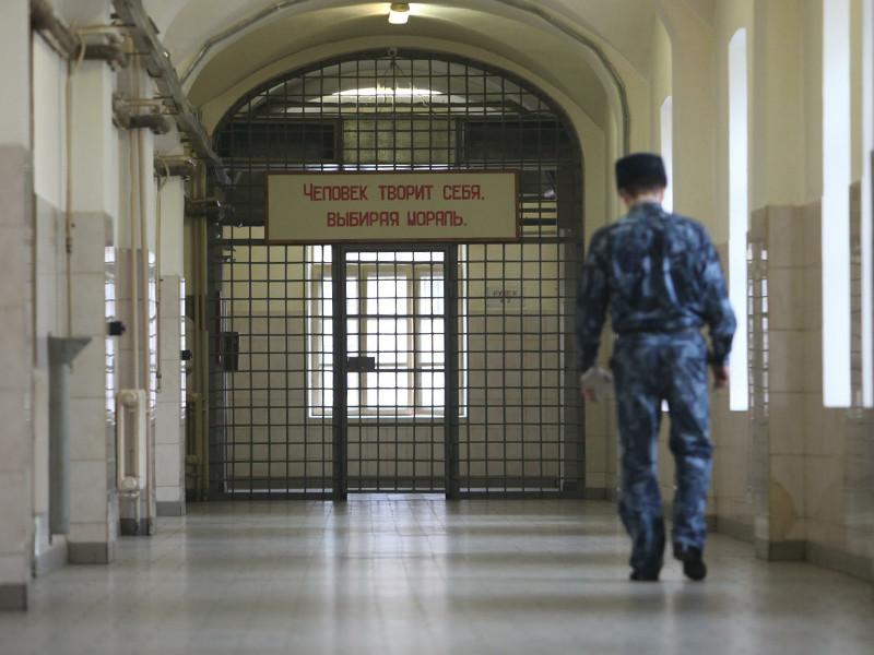 Каляпин говорит, что правозащитники уверены в том, что в колонии пытают заключенных, но доказательства ФСИН собрать не дает - нет ни доступа к документам, ни возможности записать на диктофон показания зеков
